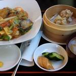 チャイニーズダイニング油家 - ごはんランチ 五目中華丼、800円