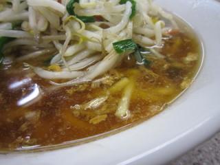 喜楽 - 焦がしねぎが入ったこのスープがたまらない。