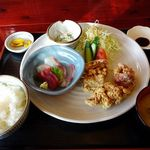 くもりのちはれ - 料理写真:若鶏の唐揚定食 1
