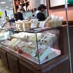 チーズガーデン五峰館 - ケーキのケース2