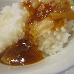 四川飯店 - ピリ辛の餡をごはんにた~っぷりとかけて。    うまいんだなぁ~、これが。