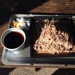 顔振茶屋 - ざるそば:太麺で食べ応えあり。