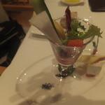 レストランフォレスト - スティックサラダ カマンベールチーズとリンゴを添えて