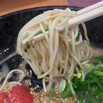 おっしょいラーメン - スープは良い意味でも悪い意味でも豚骨度弱めです。