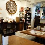香家 - (2013/11月)テーブル席とカウンター席がありました