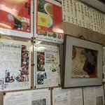 楊州飯店 - 店内の掲示物も時代と人気を感じさせます