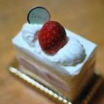 23360155 - 苺のショートケーキ
