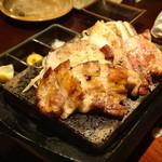 芋蔵 - 鹿児島黒豚の炭焼き2種食べ比べ