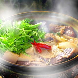 鍋の季節『鯨のハリハリ鍋』一人前より承ります。ご堪能ください