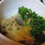 定食 丸仲 - Aセットのチキンアドボ、チキンのクリーム煮っぽい印象