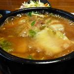 レッドクリフ - 牛バラと白菜の土鍋煮込みそば(激しく沸騰中!)