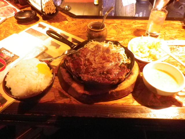 牛屋 - 1ポンドステーキ\1980+サラダ・スープ・ライスのセット\380+ライス大盛\50