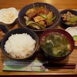 23369523 - 週替りごはん・プロム(780円)豚肉と野菜の黒酢炒め