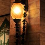 ラ・マハナ - やさしい光が非日常を演出してくれてます。