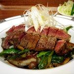 金閣寺 いただき - 牛みすじ肉と九条葱のサイコロステーキ