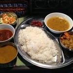 ネパール家庭料理 麦 - ランチ