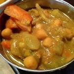 ネパール家庭料理 麦 - 豆のカレー煮込み