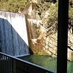 一天たらいうどん - 窓からは滝ダムが見えます♪