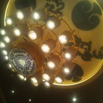 仙台 牛たん 三代目文治 - 天井の照明が桶でした