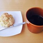 スローコーヒー - モーニングセット エクアドルコーヒーとスコーン 500円 (''b