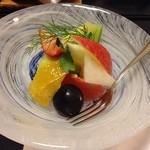 かんすい苑 覚楽 - 夕食(サービスのフルーツ)