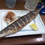 大統領 - 秋限定の秋刀魚の塩焼き。炭火でこんがり焼かれ、ハラワタまで美味しい絶品!