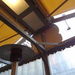 J.S. BURGERS CAFE - テラス席、ストーブで暖かいです♪