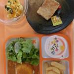 デリカテッセン ケーエイアイ - 料理写真:お子様カレーと単品で頼んだ大根もちとかぼちゃサラダ