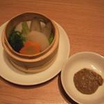 西安健菜キッチン - 温野菜のせいろ蒸し(ひじきと胡麻のソース付き):ソースが美味しいです