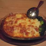 西安健菜キッチン - 三種海鮮のチリチーズ焼き(海鮮は、エビ・イカ・帆立):ジャガイモがたっぷりです。チリですが辛くはないです