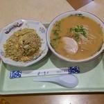 黒潮ラーメン - 料理写真:チャーハンセット(ラーメンつき)680円