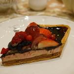 キル フェ ボン - 星型 赤いフルーツとチョコレートムースのタルト