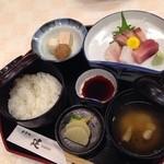 食事処 建 - 刺身定食1200円は高い(´・ε・`)