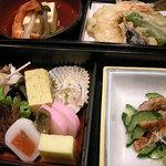 東海亭 - 弁当風の料理盛合せ