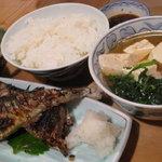 大衆割烹 三州屋 - さんま塩焼き定食 鳥豆腐