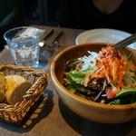 アロッサ - もりもりサラダとパン
