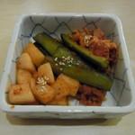 韓国家庭料理 ヘチョン - キムチ盛合せ