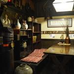 23413354 - 下田きってのデートスポットであろう同店。数々の恋愛の歴史を刻んだ柱も時代を語ります。