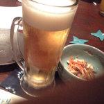信天翁 - ビールと付出(豆モヤシ)