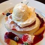 ミノオ カジカソウ - 季節のフルーツのパンケーキ