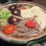 23425799 - 【New!】ぼたん鍋。京野菜に覆われた奥に、猪肉がたっぷり