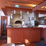 ピッツェリア・マリノ - 正面の石窯で、ナポリ風ピッツァを焼き上げます