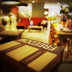 マグ カフェ - Cafeスペースから1F店内を
