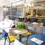 マグ カフェ - Cafeスペースと家具売り場の境は曖昧です