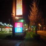 マクドナルド 館林店 - 道路沿いの店外観