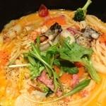 五右衛門 - 牡蠣と海老のトマトクリームスープ