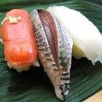 三島屋寿司 - 1,200円ランチの一部(2009/8月)(たらこの寿司は珍しいな)