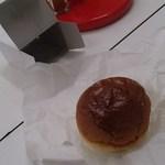 ドライブイン ダルマ - ハンバーガーみたいに見えるけど、ホットドック・ロースハム(200円)