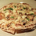 小花 - ゴルゴンゾーラとクルミのピッツァ