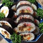 廣島堂 - 具は、穴子・玉子・胡瓜・味付け椎茸・牛蒡・おぼろ・かんぴょうなどが入ってます。                             味は結構甘目ですね。                             だから、好きなんですけれど♪